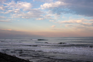 週末の波の狙い目は?外気より海の中の方が暖かい〜