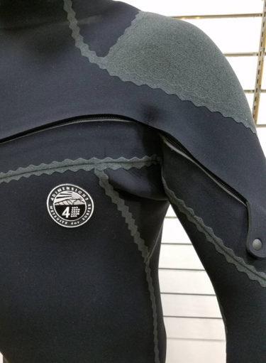 縫い目なし!究極ウェットスーツ 4D Seals